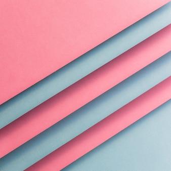 斜め線を形成するピンクとグレーのカード紙