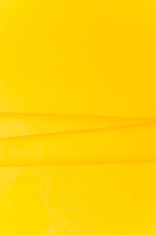 黄色い紙の背景上の線