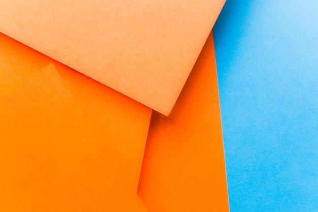 オレンジと青の背景のクローズアップ