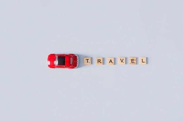 旅行の手紙とおもちゃの車