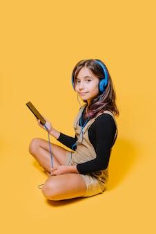ヘッドフォン付きの少女