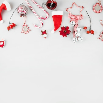 クリスマスのおもちゃ、キャンディー、杖、テーブル