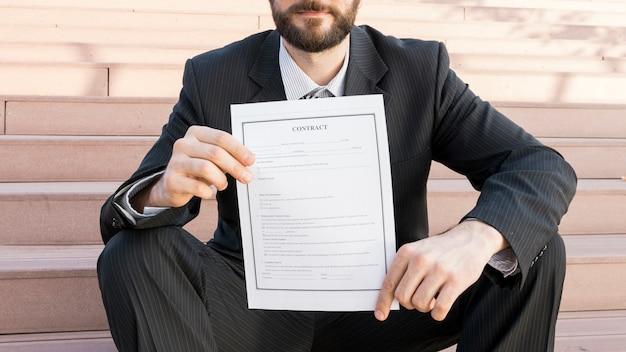 契約を結んでいる弁護士
