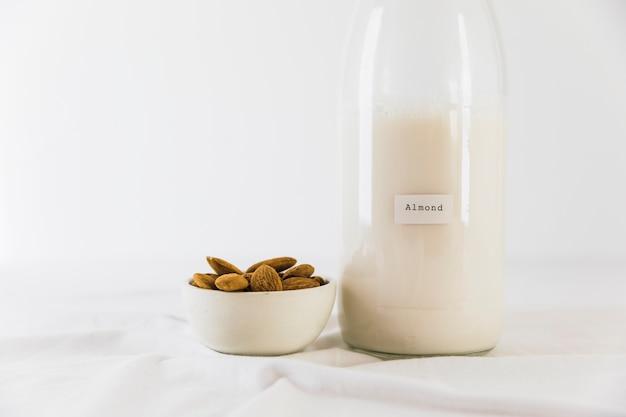 ミルクとナッツのボトル