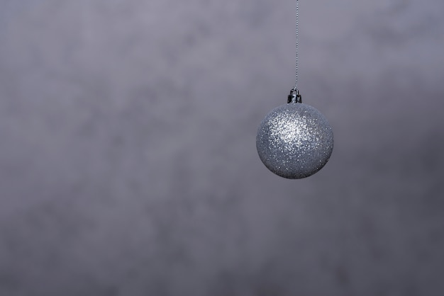 Серебряный рождественский бал на нитке