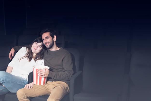映画のカップル