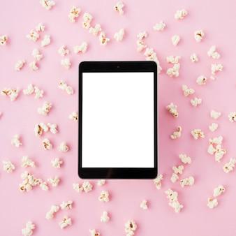 Концепция кинотеатра с шаблоном планшета