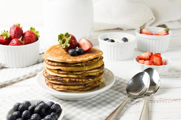 Вид спереди вкусный завтрак