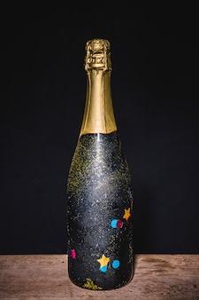 シャンパンのお祝いのボトル