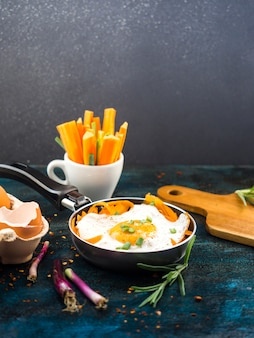 揚げた卵を使った健康的な食品組成