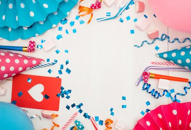 カラフルなパーティー要素と素敵な誕生日のコンセプト