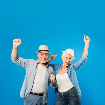 Современная прохладная старшая пара