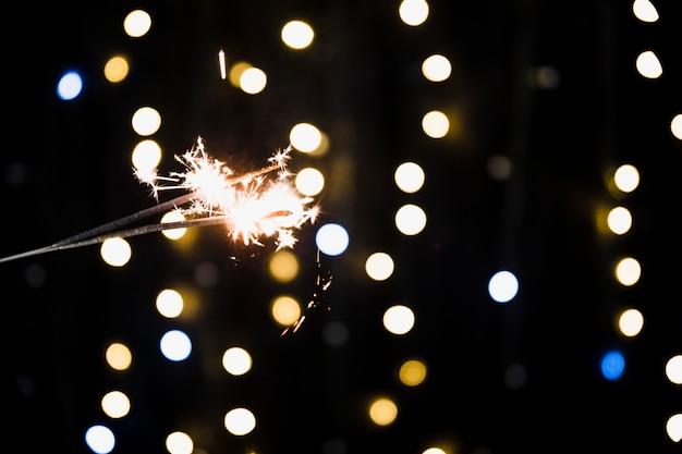 スパークラーと新年の背景