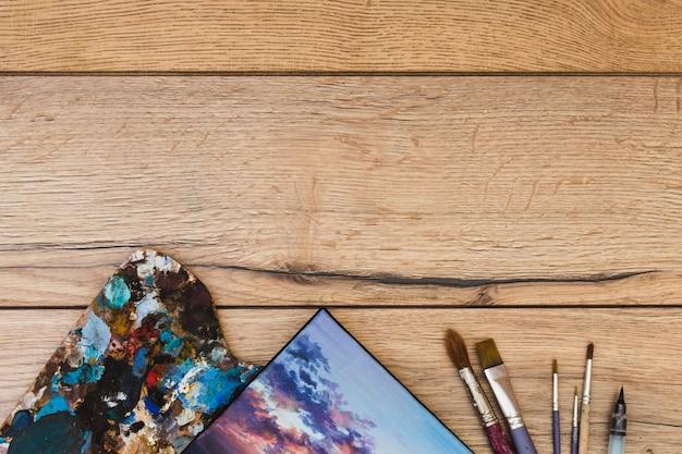 現代アーティストのコンセプト、机の上からの眺め