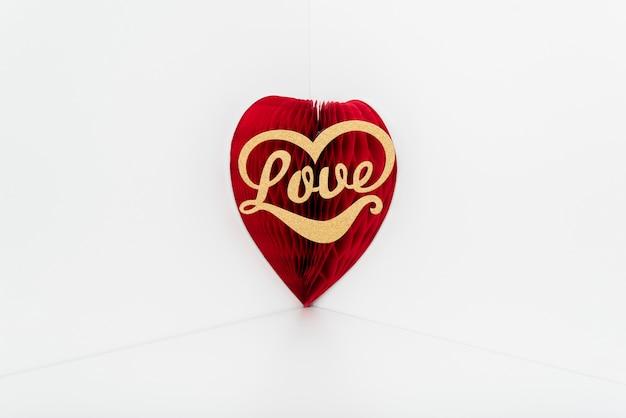 赤い紙の心の愛の碑文
