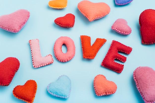 Любовная надпись из мягких букв с сердечками
