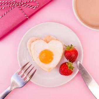 ハート型の揚げた卵