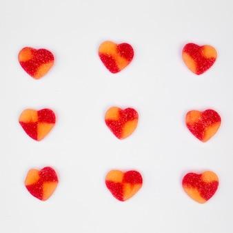 心の形の甘いキャンディーのセット
