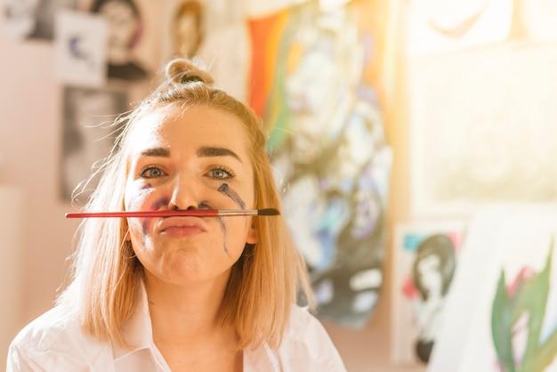 芸術的な女の子の肖像