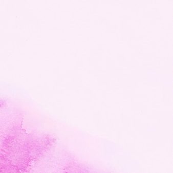 Пятно пурпурной акварели