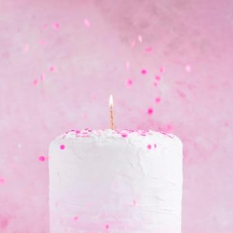 パステルカラーの誕生日ケーキ