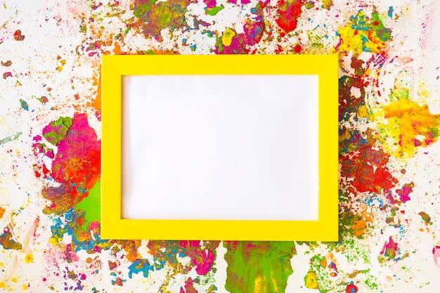 Рамка для фотографий между яркими сухими цветами