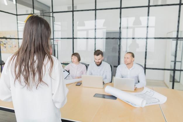 Деловые люди на встрече