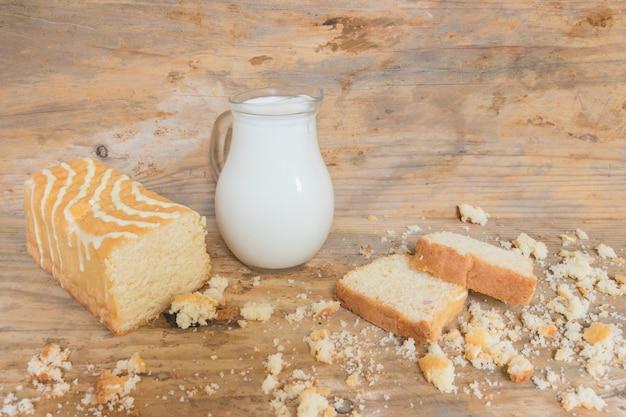 Торт и молоко