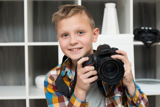 カメラ付きの男の子