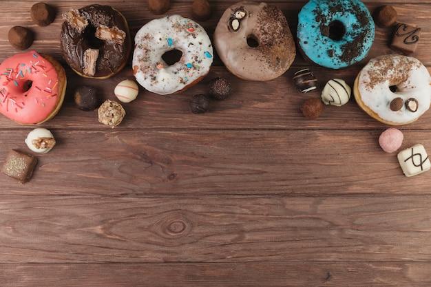 カラフルなドーナツ、チョコ