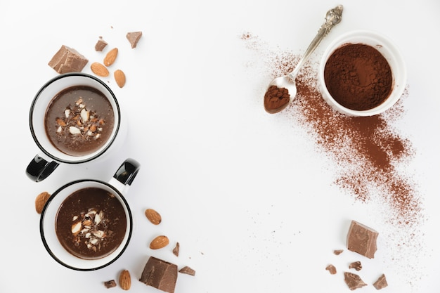 ナッツとココアパウダーを使ったホットチョコレート