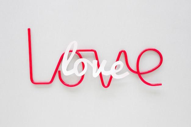 Две любовные надписи на сером столе