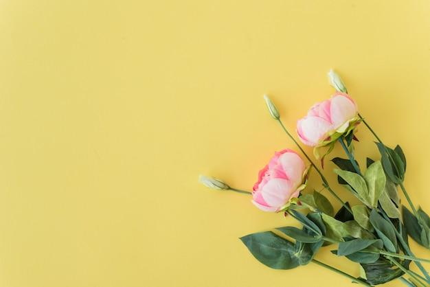 ピンクの牡丹の束