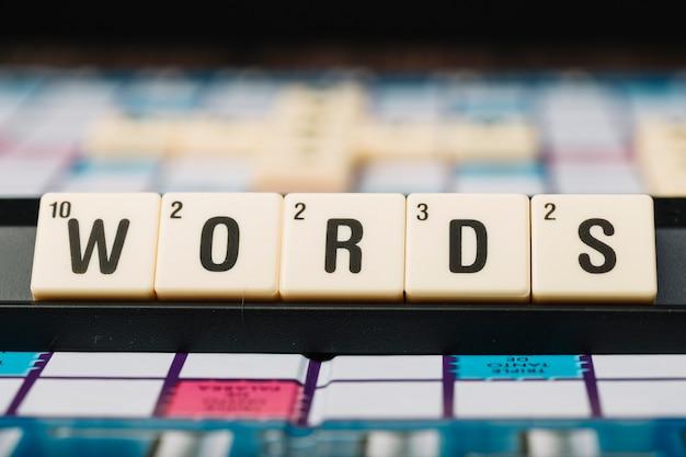 スタンドに単語のタイトルを持つキューブ