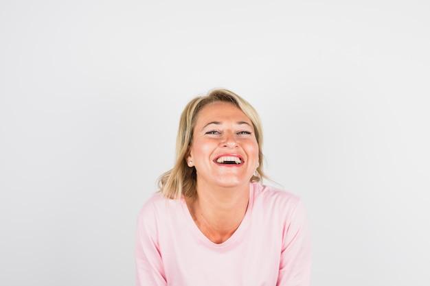 バラのブラウスで高齢者の笑い女