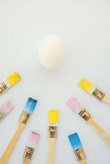 塗料の中でブラシ近くの卵