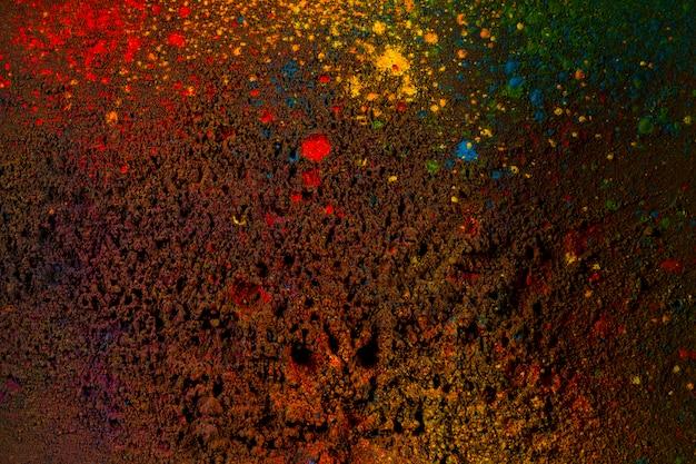 黒の背景にカラフルなパウダーカラー