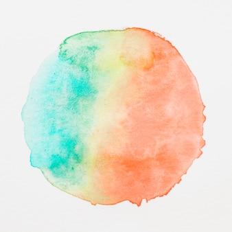緑;白い背景の上の黄色とオレンジ色の水彩画の汚れ