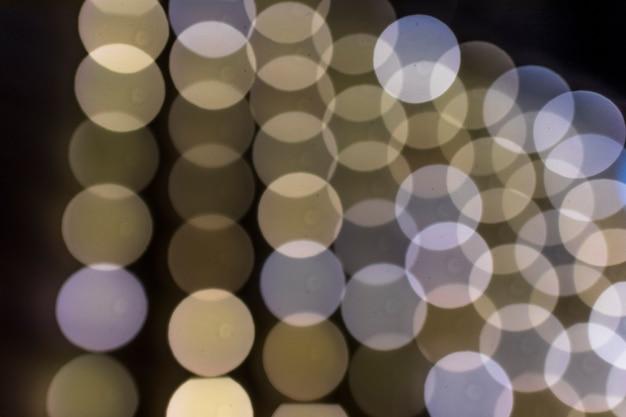 円形のボケ味のデザインの背景のクローズアップ