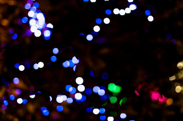 Цветная точка с подсветкой на темном фоне