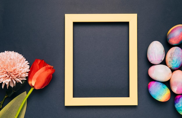 菊;チューリップと黒の背景に黄色の空枠で塗装イースターエッグ