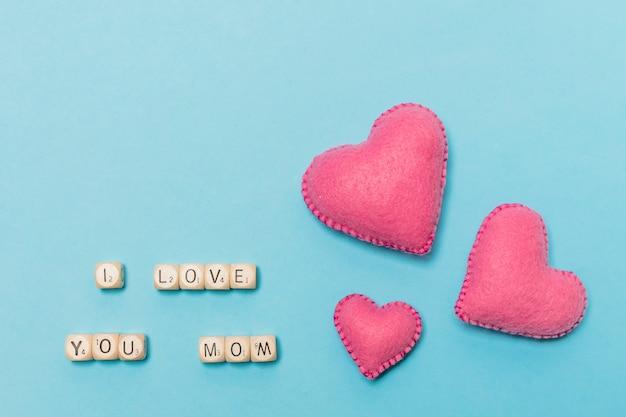 Декоративные сердечки рядом я люблю тебя мама название