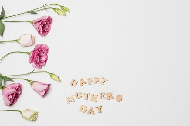 幸せな母の日の近くの新鮮な芳香の花