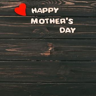 木製のテーブルに幸せな母の日碑文