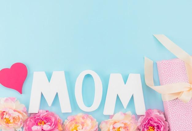 母の日に飾られた碑文ママ