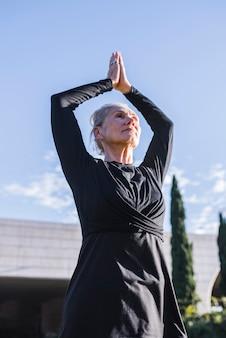 Йога на открытом воздухе