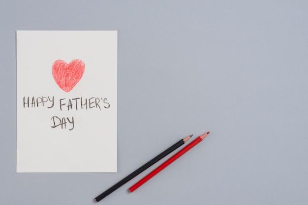 鉛筆で紙のシート上の幸せな父の日碑文