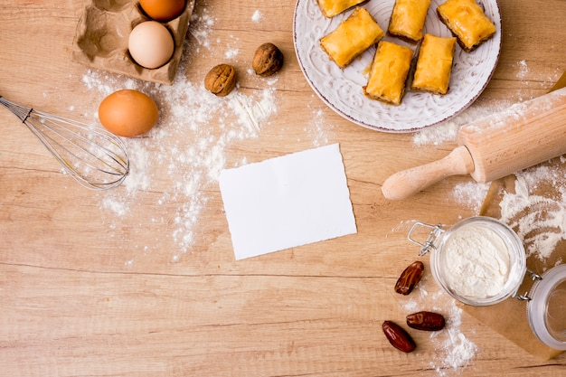 Скалка с яйцами, бумагой и восточными сладостями