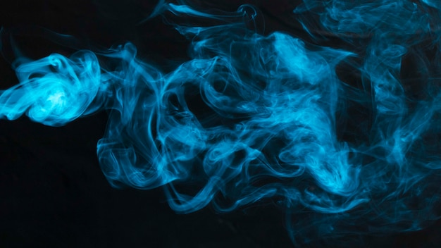 抽象的な背景に青い煙のクローズアップ