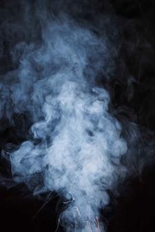 Бесшовные текстуры белого дыма на черном фоне